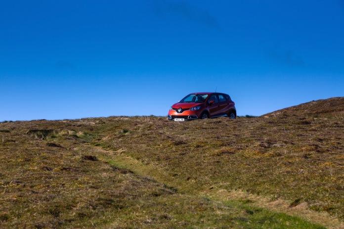 A Renault Captur hatchnack navigating the dirt trails of Dunnet Head